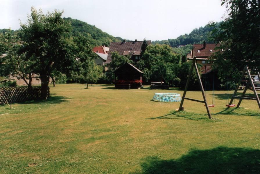 Garten im Gasthof Zur Wolfsschlucht in Muggendorf